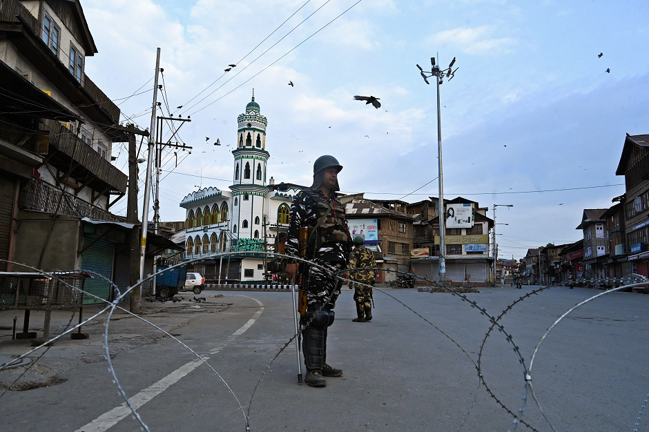 Security personnel stand guard on a street during a lockdown in Srinagar on August 12, 2019. PHOTO: AFP