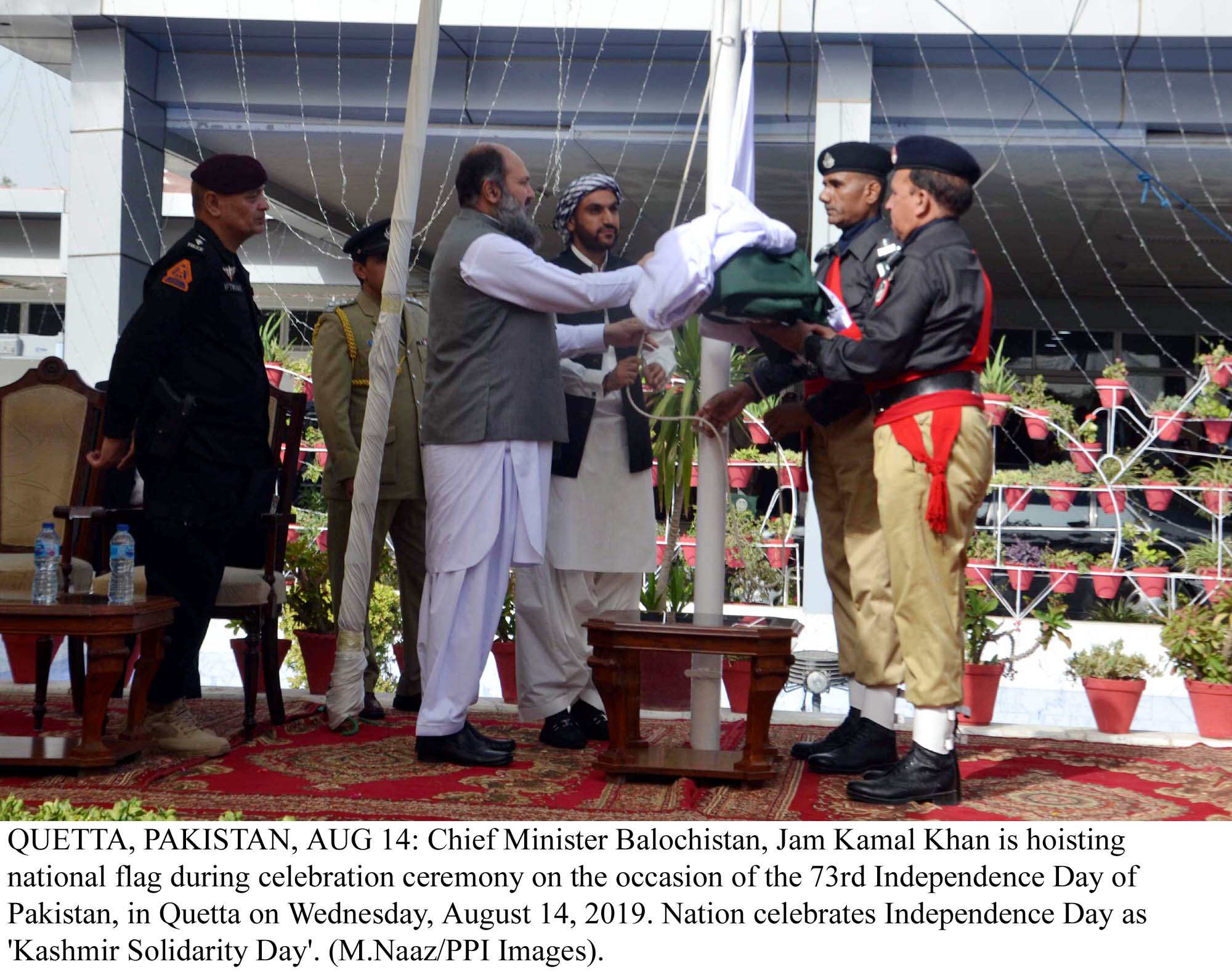 Balochistan Chief Minister hoists national flag on the occasion of Independence Day in Quetta. PHOTO: PPI