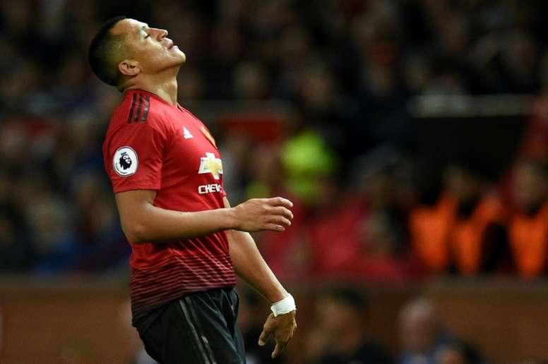 united s sanchez set to complete inter loan move