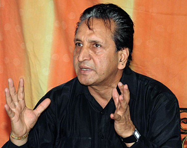 pm pays tribute to spin legend qadir