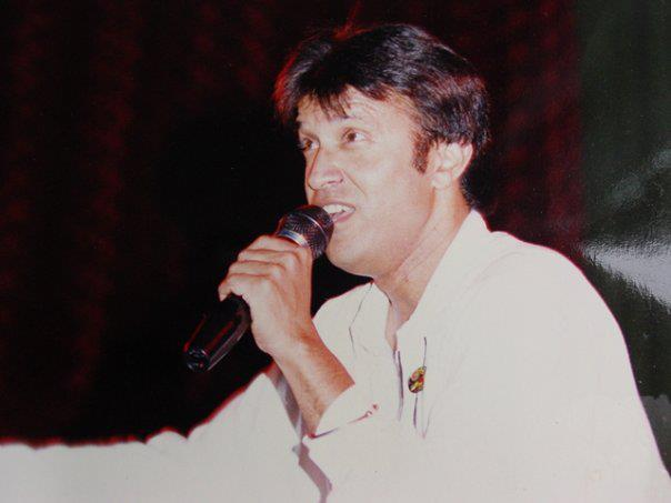 singer alamgir breaks into tears at paf tribute ceremony gets lifetime achievement award