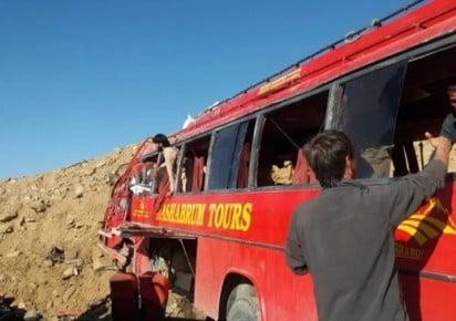 pakistan army soldiers among 26 dead in shahrah e kaghan bus crash