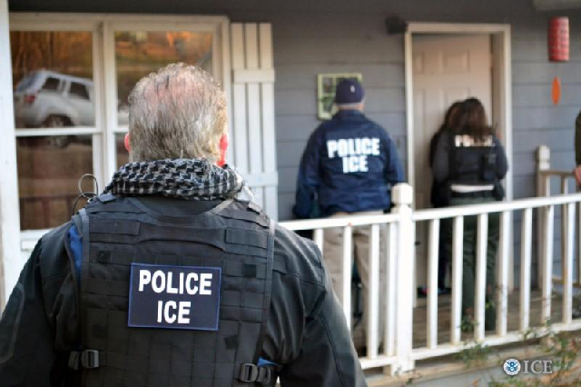 don t open the door us activists organise to thwart ice