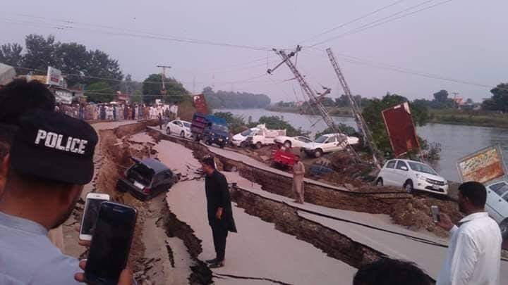 at least eight dead and over 100 injured after 5 2 magnitude quake hit ajk punjab and parts of k p photo express