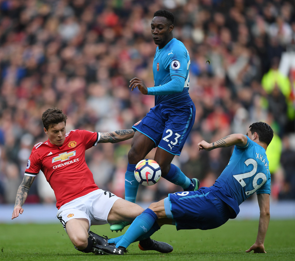 man utd s lindelof shrugs off criticism from mourinho before arsenal clash
