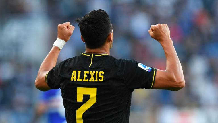 alexis sanchez scores sees red as inter stay top