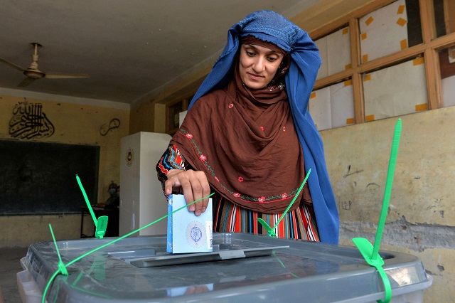 attacks fraud fears dampen turnout in afghan election