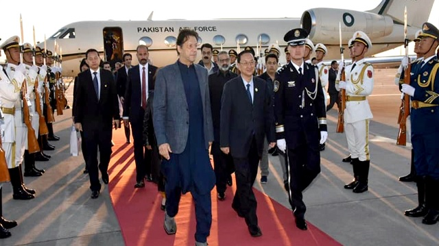 Chinese Cultural Minister Luo Shugang received PM Imran at the airport. PHOTO: RADIO PAKISTAN