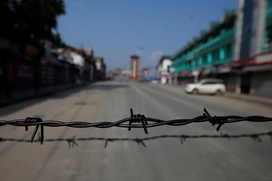 india loosens stranglehold on occupied kashmir as mobile phones partially restored