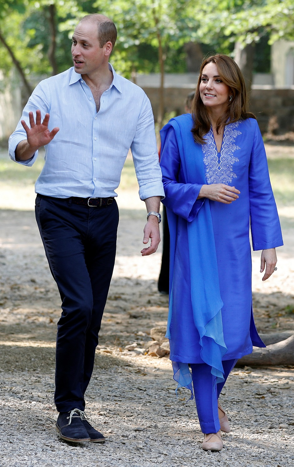 britain 039 s prince william and catherine duchess of cambridge arrive at margalla hills in islamabad pakistan photo reuters