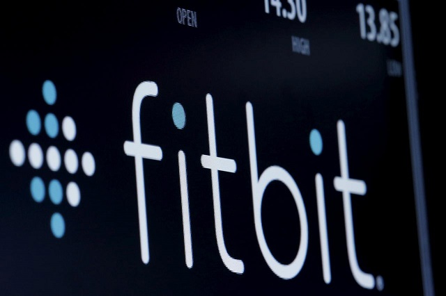 fitbit in healthcare partnership to take on apple watch