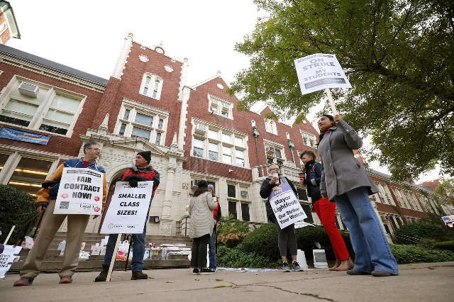 chicago teachers district joust over sticking points on second day of strike