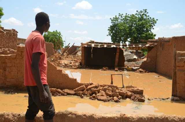 niger floods force 23 000 from their homes