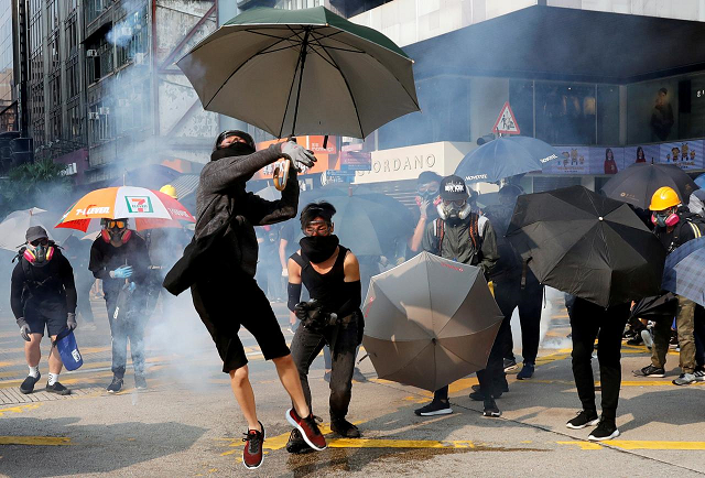 hong kong leader apologises for mosque water cannon incident