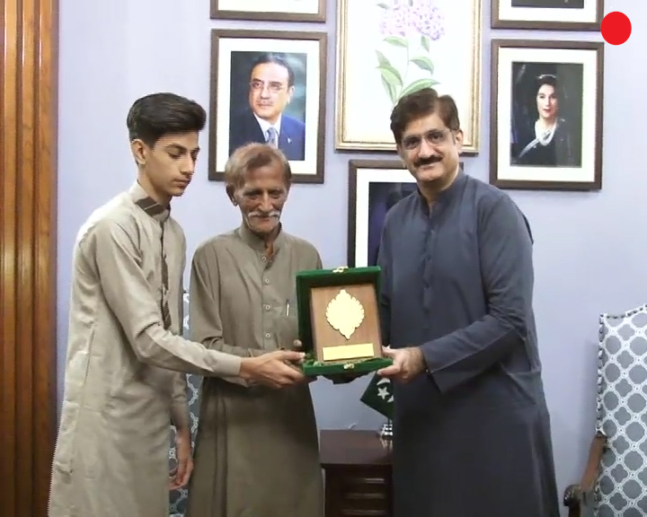sindh cm comes to help of poor student who made his father proud