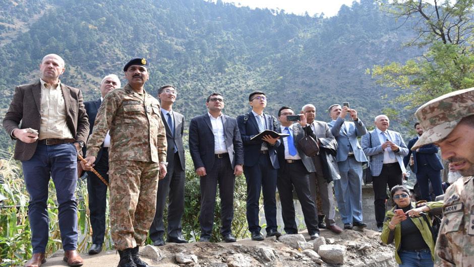 Diplomatic corps visits LoC, India refuses rare Pakistan invite.  PHOTO: EXPRESS