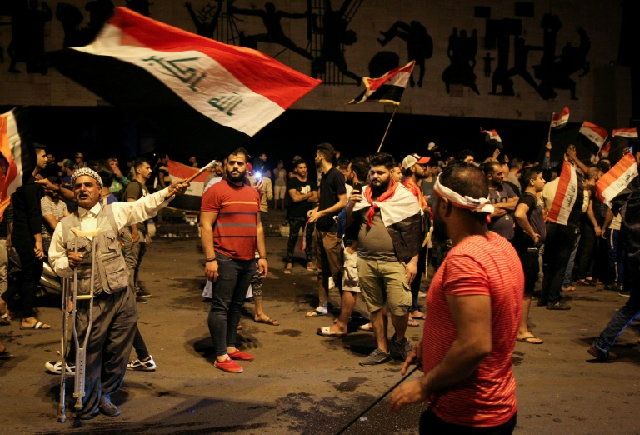 new wave of anti government demos home in on iraq s green zone