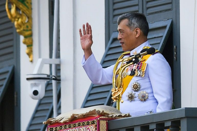 thai king fires royal guards for adultery