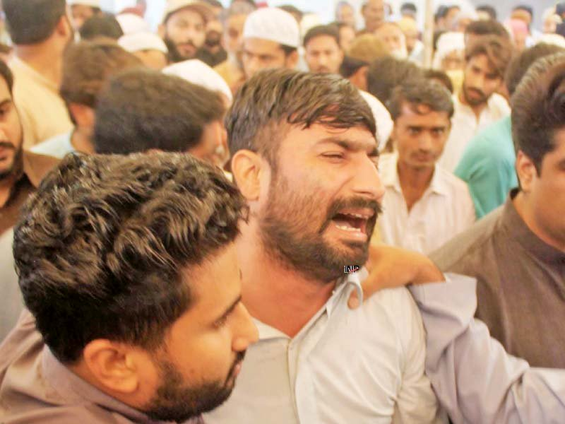 Mirpurkhas and Umerkot districts were in a state of mourning on Friday as 13 people who lost their lives in the fire incident in Tezgam Express were laid to rest. PHOTOS: AFP/PPI/ONLINE/INP