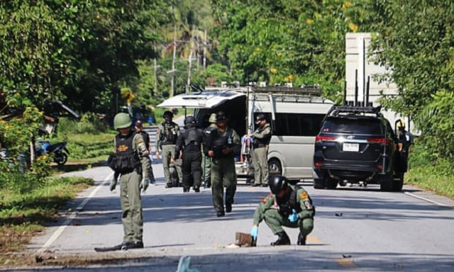 15 killed in suspected rebel attacks in thailand s south army