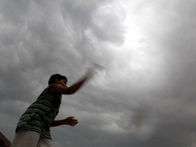 strong winds continue to batter peshawar