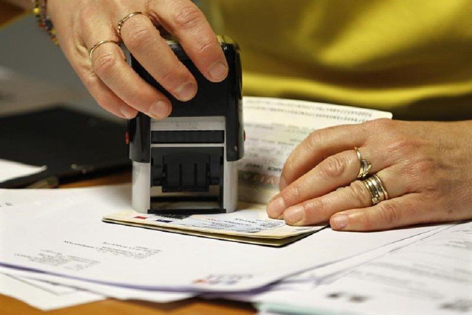 pakistan embassy resumes visa for afghan patients