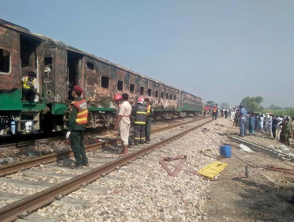 train inferno 24 more victims of liaquatpur incident laid to rest in mirpurkhas