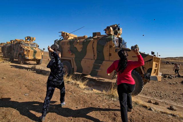 kurds hurl rocks at russian turkish syria patrol