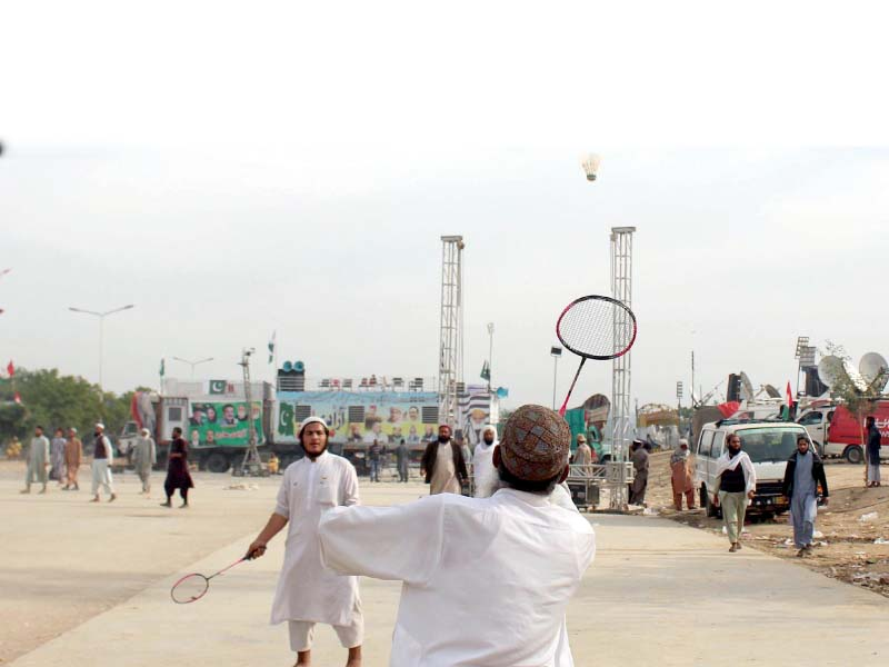 Azadi march participants play badminton to stay active. PHOTO: ONLINE