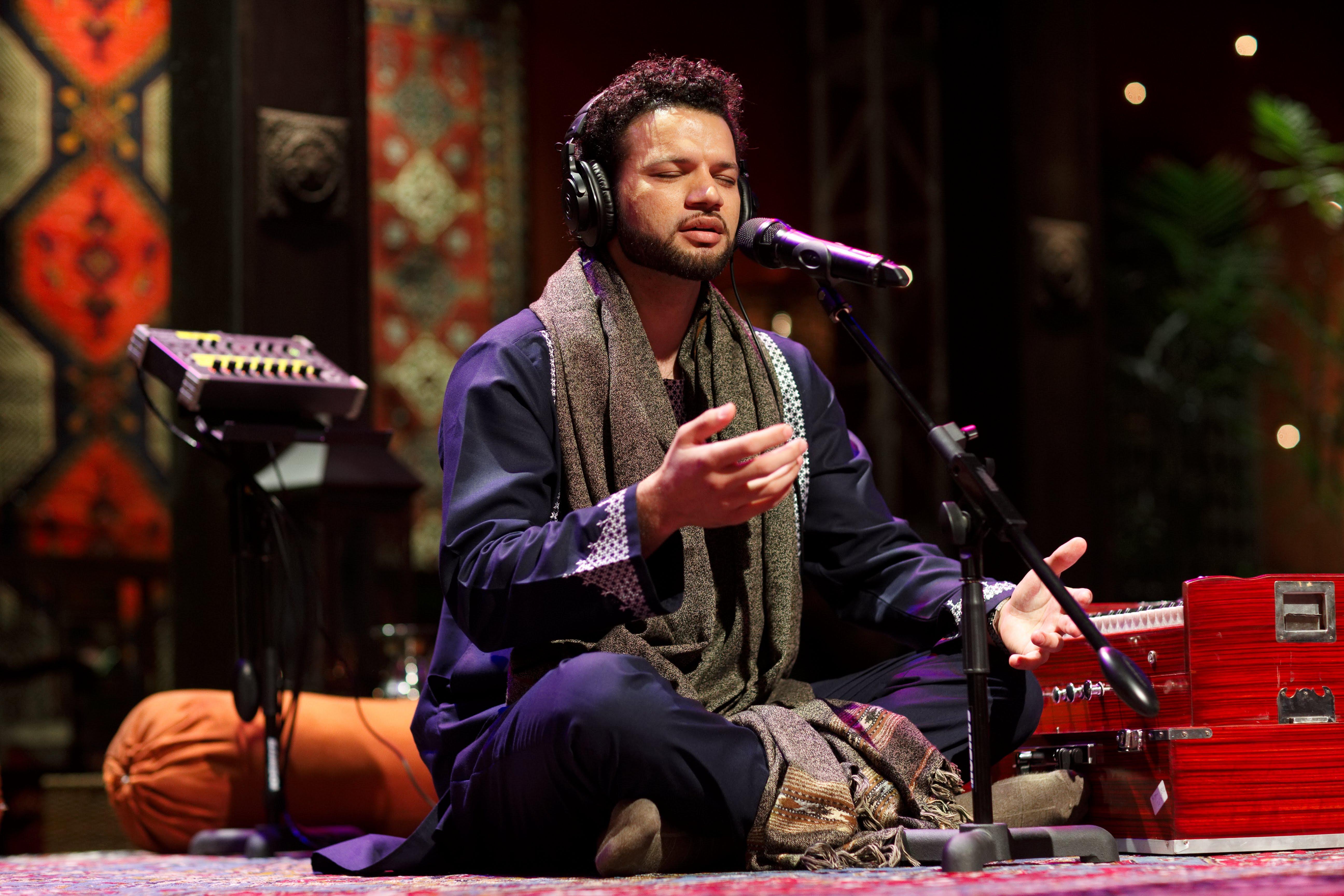 shamali afghan steals the show in pakistan s coke studio