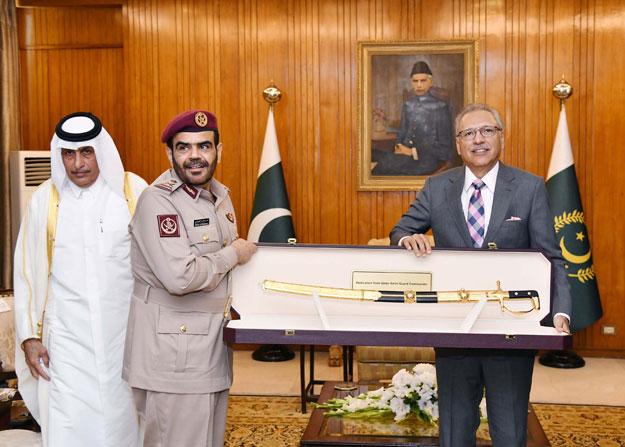 Qatari commander presents a sword to President Arif Alvi. PHOTO: PID