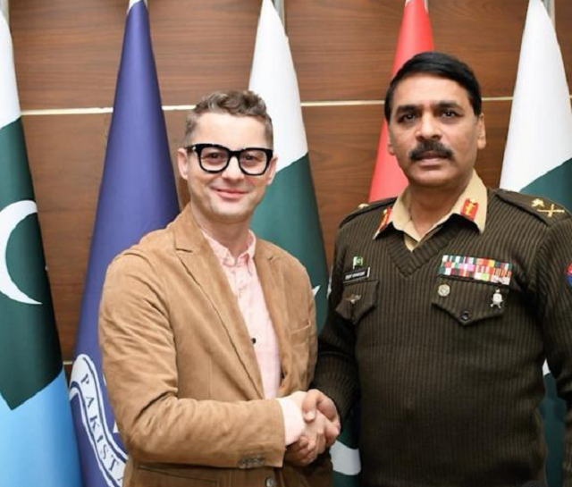 akcent has fantastic tea with dg ispr