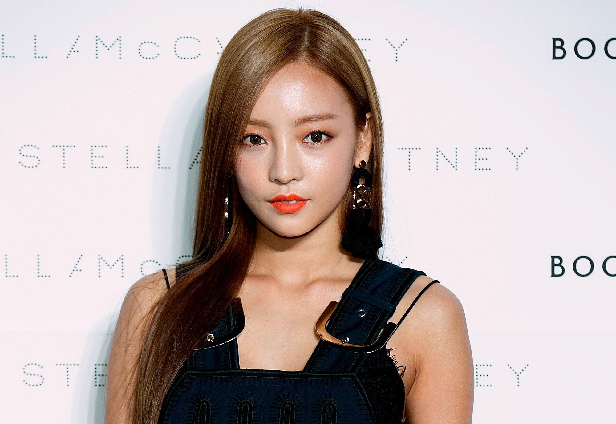 death of k pop star goo hara instigates debate on bullying