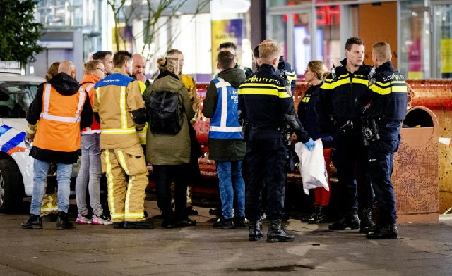 three wounded in stabbing in shopping street in the hague dutch police
