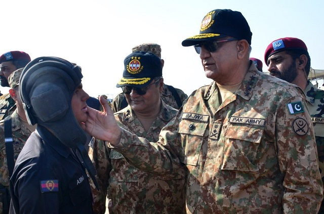 general qamar visited strike corps during its winter collective training near bahawalpur photo ispr