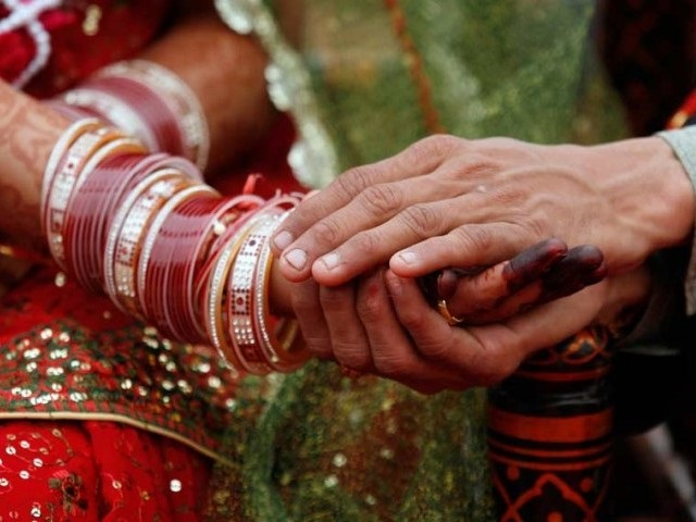 man marries girlfriend in icu after she attempts suicide