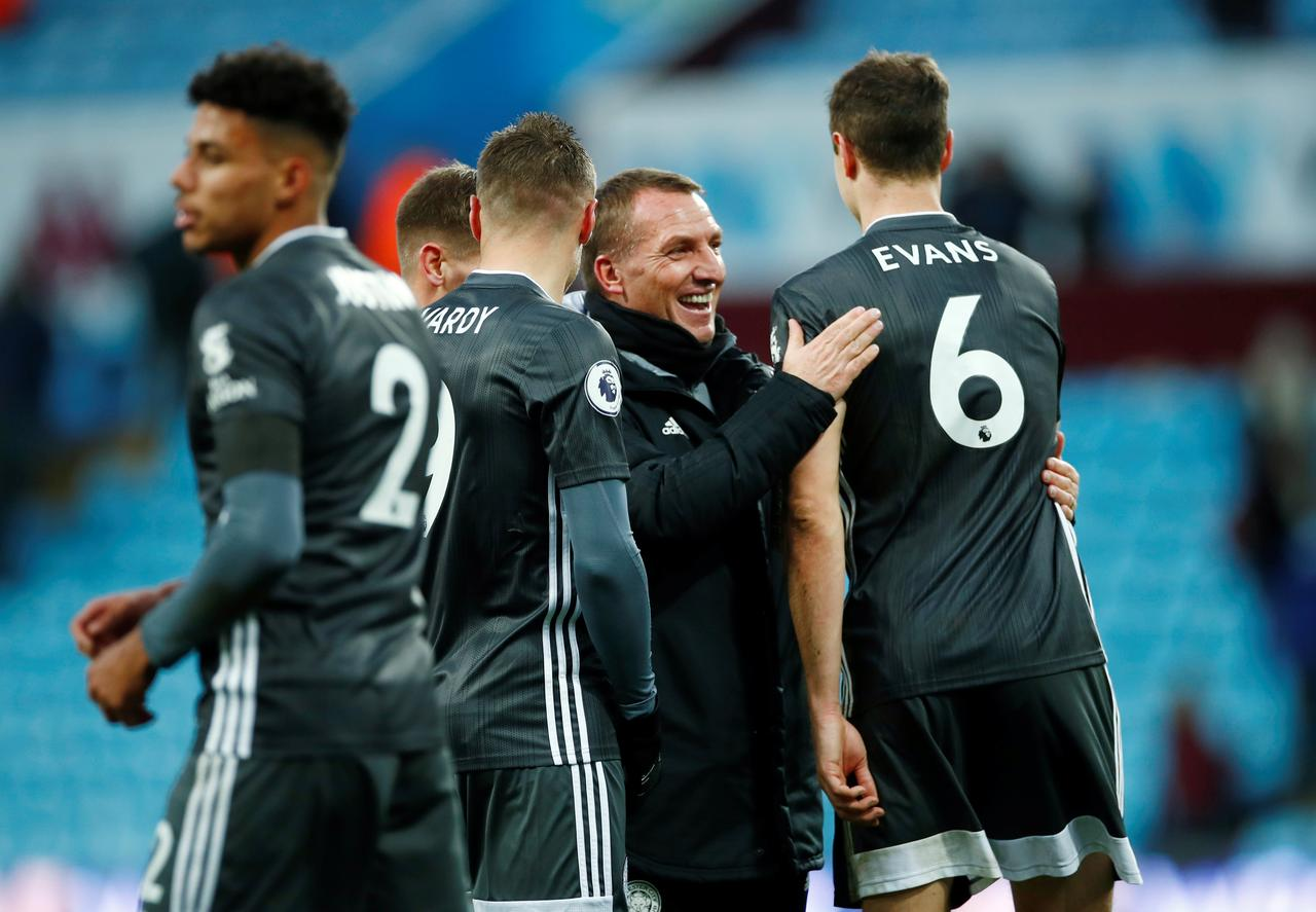 leicester show no sign of giving up title chase