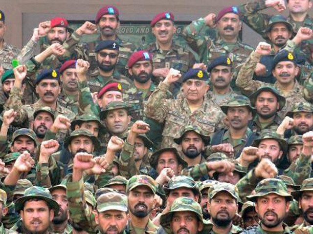 army chief visits ssg hq in show of solidarity with musharraf