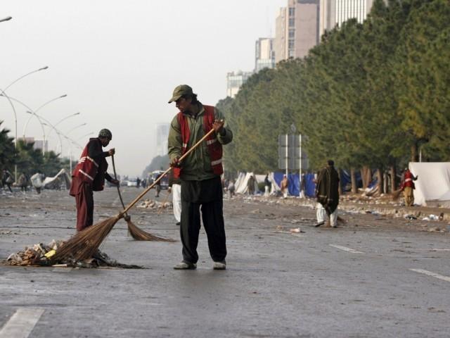 interfaith christmas celebration highlights plight of sanitary workers