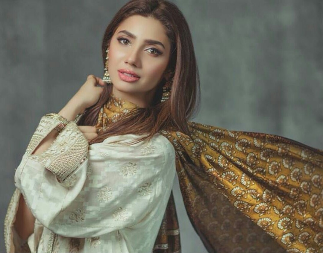 mahira khan reveals her growth over the decade with a heartfelt post