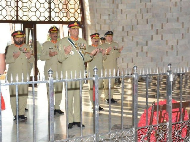 gen qamar visits father of the nation s mausoleum to pay him homage on his 143rd birth anniversary photo ispr