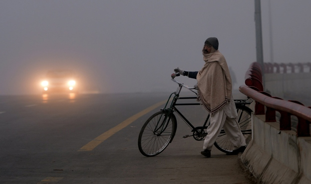 Dense fog is likely to prevail in Islamabad, most plain areas of Punjab and upper Sindh on Monday. PHOTO: AFP/FILE