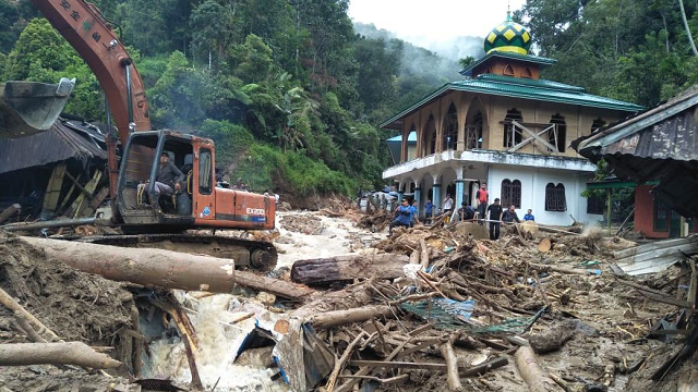 thousands in shelters as indonesia flood death toll hits 53