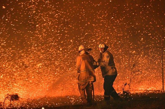 australia urges quarter of a million to flee as winds fan huge bushfires