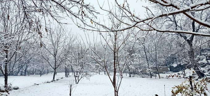 heavy snowfall cuts access to chitral
