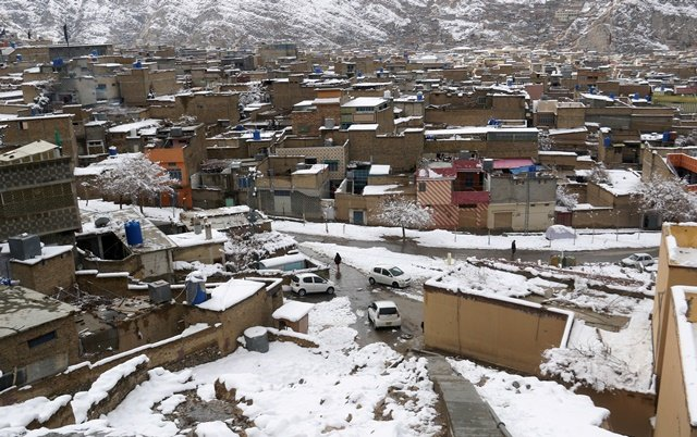 FILE PHOTO: A general view of residential area after a snowfall in Mariabad, Quetta, Pakistan January 13, 2020. REUTERS