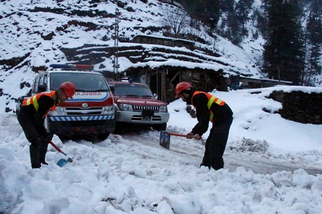 death toll rises to 104 as heavy rains snow continue to lash pakistan