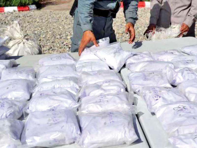 drug smugglers resort to travelling with women