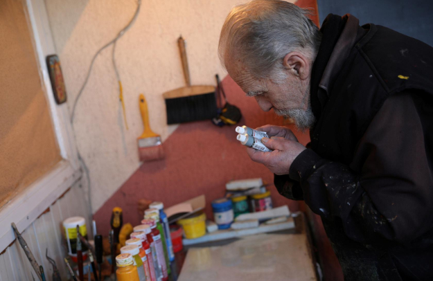 blind bulgarian artist finds a way to continue painting
