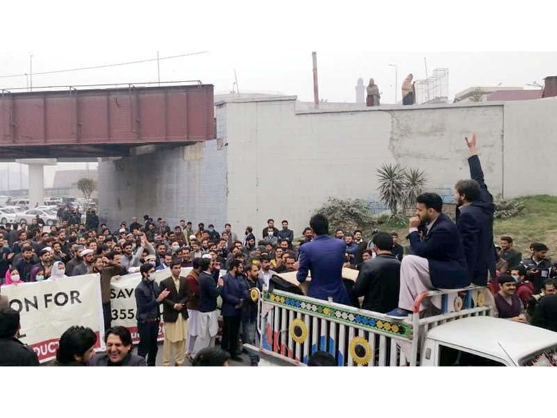 doctors block road outside lrh